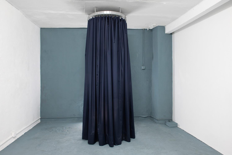 Cabin, 2020, aluminium and textile, 255x80x80 cm — © Manon Wertenbroek