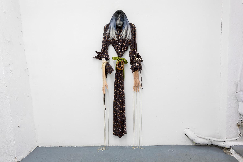 Witch, 2020, latex, textile, wig, bretzel, rope, chains, circa 188 x 54 x 15 cm — © Manon Wertenbroek