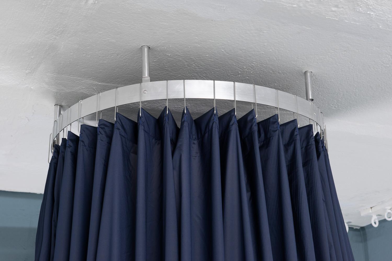 Cabin (detail) , 2020, aluminium and textile, 255x80x80 cm — © Manon Wertenbroek